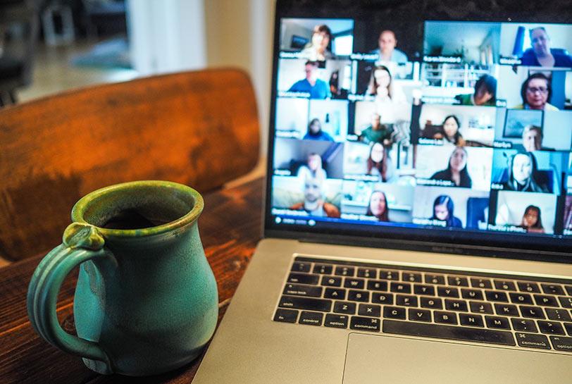 Cómo organizarte el teletrabajo para ser más productivo - Videollamada